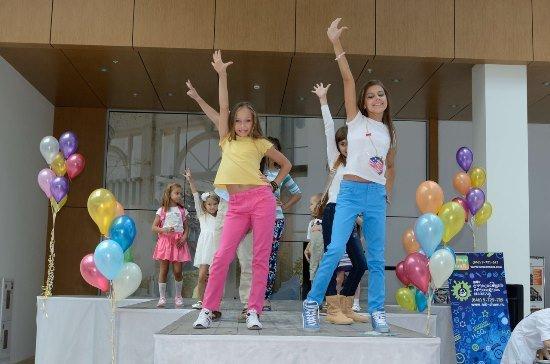 Fashion show с участием наших юных моделей в ТЦ Амбар